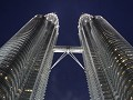 Petronas Twin Towers in de avondschemering